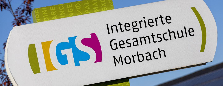 Hinweisschild Integrierte Gesamtschule Morbach