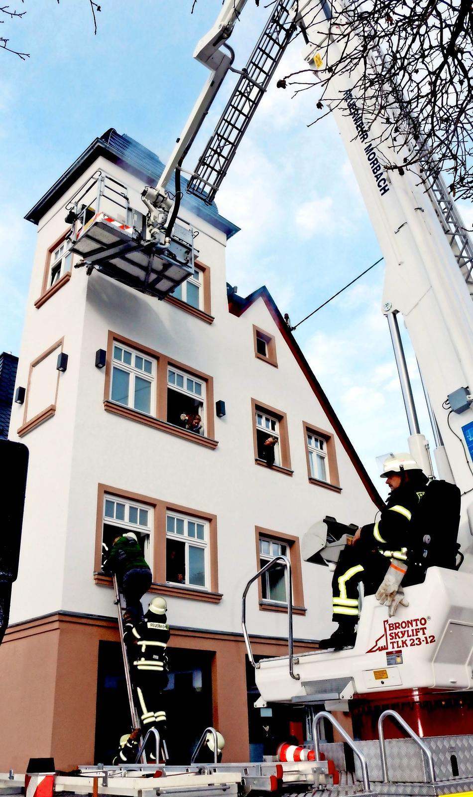 Feuerwehr_Morbach_Drehleiter_Uebung_950x1599